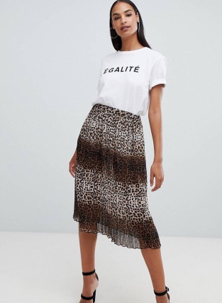 https://www.asos.com/boohoo/boohoo-pleated-midi-skirt-in-leopard/prd/10722278?clr=multi&SearchQuery=boohoo%20pleated%20midi%20skirt&gridcolumn=2&gridrow=1&gridsize=4&pge=1&pgesize=72&totalstyles=6