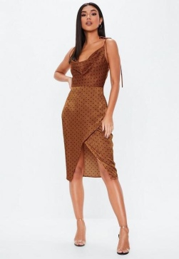 https://www.missguided.eu/rust-polka-dot-cowl-split-front-midi-dress-10132077