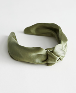 https://www.stories.com/en_eur/jewellery/hairaccessories/product.satin-knot-hairband-green.0800471002.html